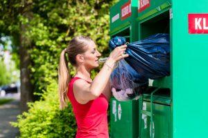 Wer seine Kleidung in Altkleidercontainer wirft, sollte vorsichtig sein.